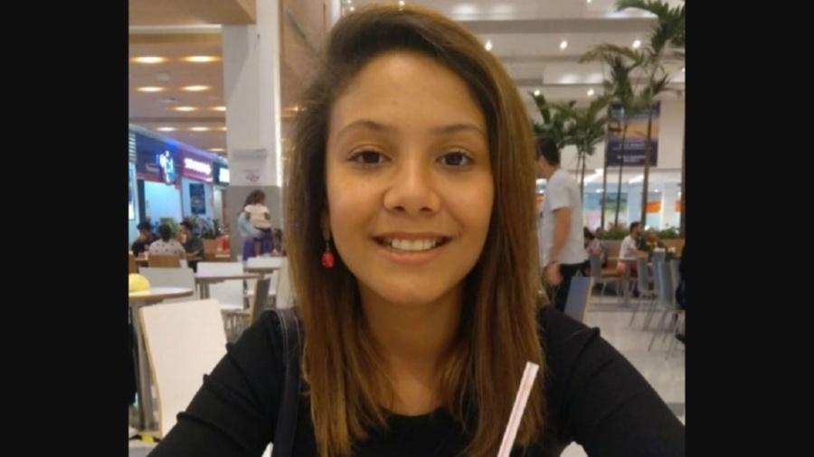 Foto da adolescente Vitória Gabrielly foram divulgadas na internet por familiares - Divulgação/Arquivo Pessoal