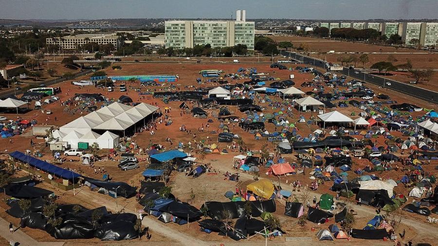 Cerca de 6.000 indígenas de 176 povos participam do acampamento Luta Pela Vida, na Esplanada dos Ministérios, em uma área que fica a dois quilômetros da Praça dos Três Poderes - Pedro Ladeira/Folhapress