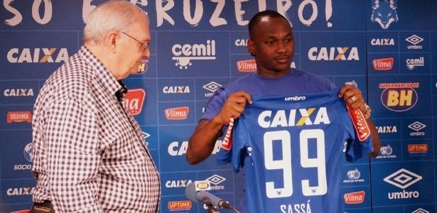 Atacante Sassá tem se destacado nos treinos do Cruzeiro e pode ser relacionado