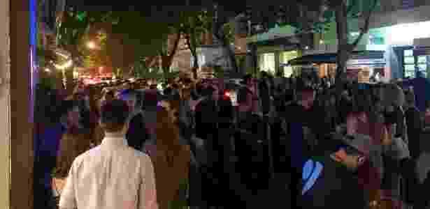 Calçadas do Leblon lotadas no primeiro dia de abertura dos bares e restaurantes no Rio - Reprodução/TV Globo