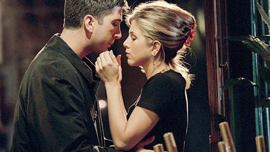"Ross (David Schwimmer) e Rachel (Jennifer Aniston) em cena de ""Friends"" - Divulgação"