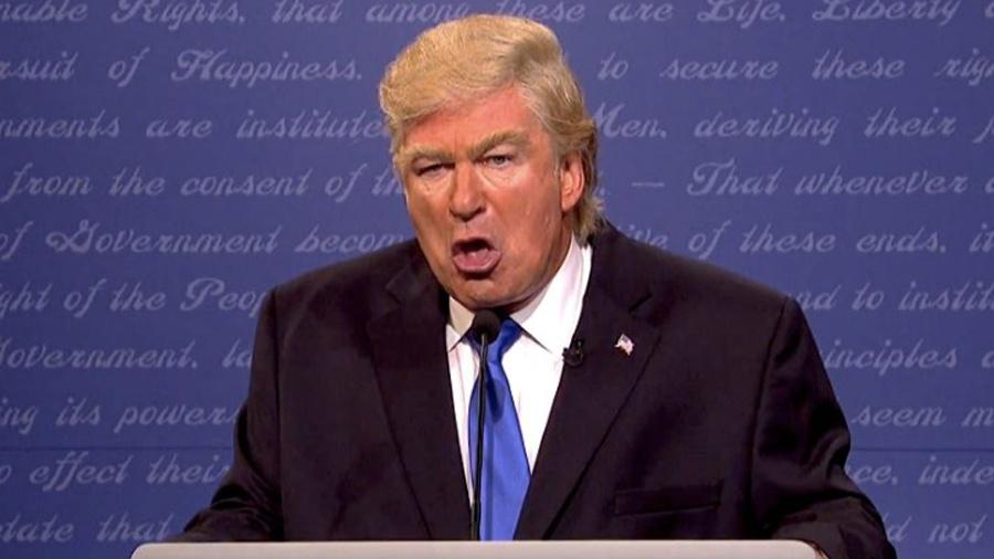 Alec Baldwin fez graça com o cabelo e com o temperamento de Donald Trump, empresário que virou candidato nos EUA, na nova temporada do programa Saturday Night Live - Reprodução/NBC