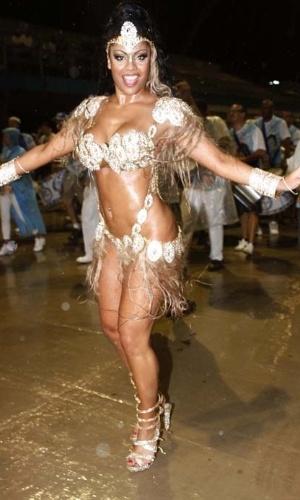 14.dez.2012 - Deborah Caetano, rainha da bateria da escola de samba Nenê de Vila Matilde, participou do ensaio técnico da escola no sambódromo de São Paulo