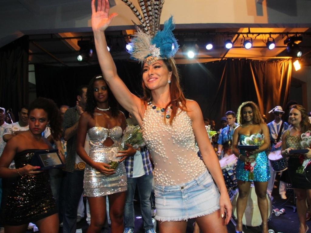 15.dez.2012 - A rainha da bateria Sabrina Sato prestigiou o ensaio da escola de samba carioca Unidos de Vila Isabel, na zona norte do Rio