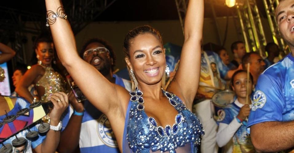 15.dez.2012 - Milena Nogueira, rainha da bateria da Águia de Ouro, participou do lançamento do CD com os sambas do Carnaval 2013 de São Paulo no sambódromo do Anhembi