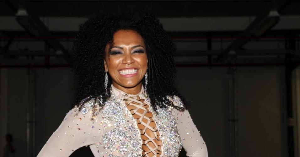 15.dez.2012 - Simone Sampaio, rainha da bateria da Dragões da Real, participou do lançamento do CD com os sambas do Carnaval 2013 de São Paulo no sambódromo do Anhembi