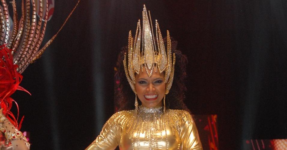 Simone Sampaio, rainha da Dragões da Real, durante a gravação da vinheta para o Carnaval 2013 (14/11/12)