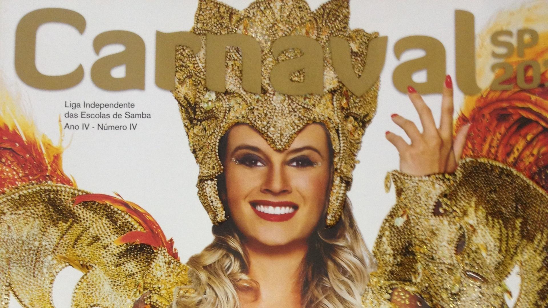 Ex-panicat Juju Salimeni estampa capa da revista da Liga de Carnaval de São Paulo 2013