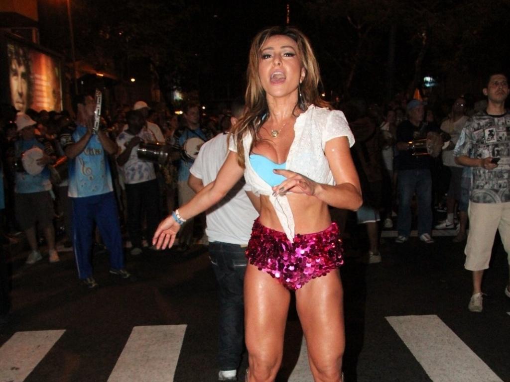 19.dez.2012 - Sabrina Sato exibiu o corpão sarado vestindo shortinho curto e 371db3cad0