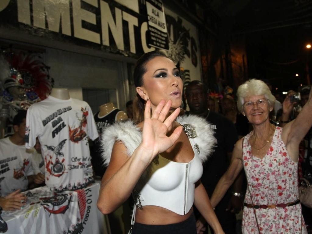 21.dez.2012 - A madrinha de bateria da Gaviões da Fiel, Sabrina Sato, no ensaio da escola no Anhembi, em São Paulo