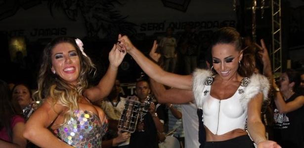 21.dez.2012 - A rainha da Gaviões da Fiel, Tatiane Minerato, com a madrinha de bateria, Sabrina Sato, no ensaio técnico da escola no Anhembi, em São Paulo