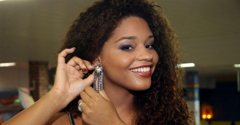 Dez.2012 - Apesar de ser avessa à malhação em academia, a nova rainha da Unidos da Tijuca teve que se render à rotina diária de exercícios físicos