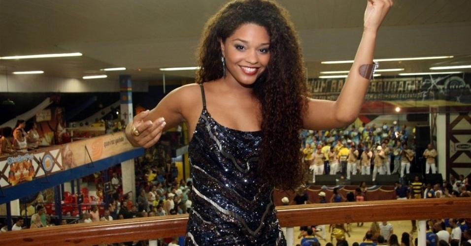 Dez.2012 - Juliana Alves no camarote da quadra da Unidos da Tijuca