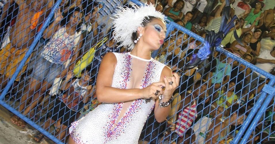 6.Jan.2013 - Bruna Bruno, rainha da bateria da União da Ilha, participa do ensaio técnico da escola no sambódromo do Rio