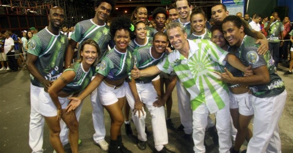 6.jan.2013 - O coreógrafo pernambucano Jaime Arrôxa ensaia a comissão de frente da Mocidade Independente, no Sambódromo do Rio