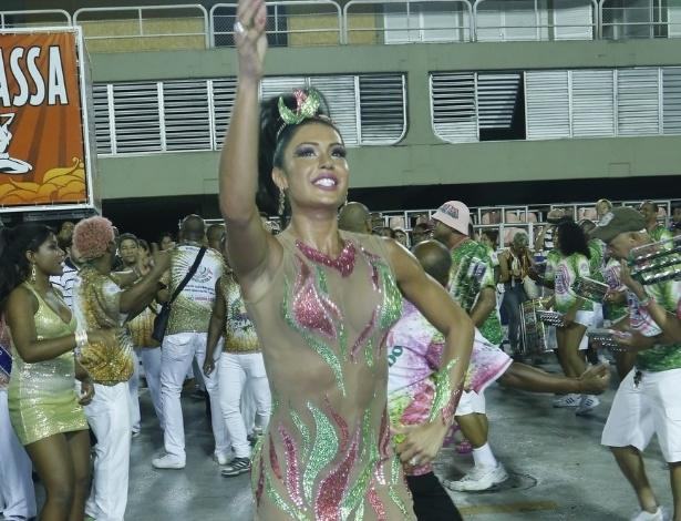 13.jan.2013 - Gracyanne Barbosa participa do ensaio técnico da Mangueira no Sambódromo. A mulher do cantor Belo é rainha de bateria da agremiação
