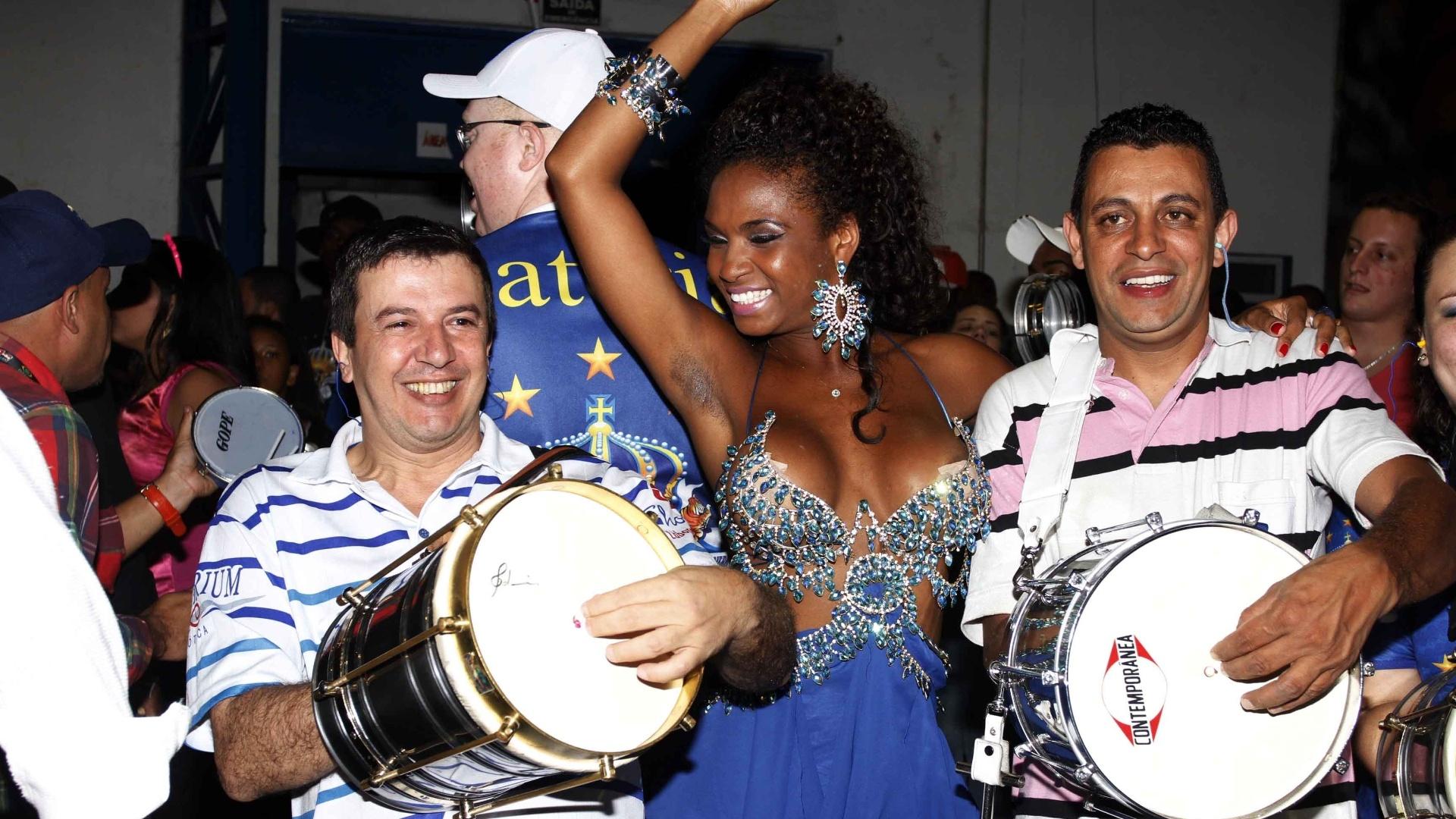 13.jan.2013 - Valeska Reis samba em ensaio da Império de Casa Verde em São Paulo