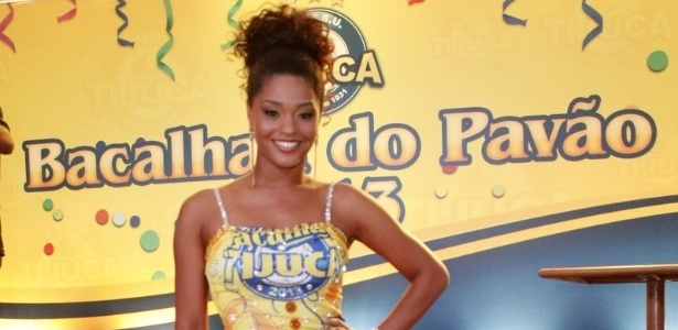 13.jan.2013 - Rainha da bateria, Juliana Alves curte bacalhoada da Unidos da Tijuca