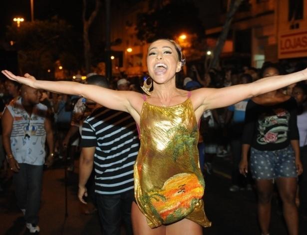 13.jan.2013 Sabrina Sato durante ensaio de rua da Vila Isabel no último domingo. A humorista também participa do Carnaval paulistano à frente da Gaviões da Fiel como madrinha de bateria
