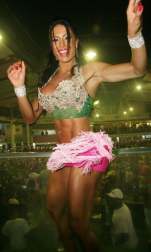 15.jan.2013 - Gracyanne, mulher do cantor Belo, assumiu o posto que antes era de Renata Santos