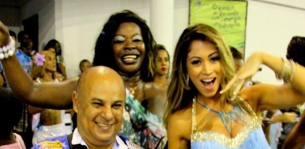 17.jan.2013 - A panicat Carol Narizinho, musa da Beija-Flor de Nilópolis, prestigiou o ensaio técnico da escola na quadra da agremiação, no Rio