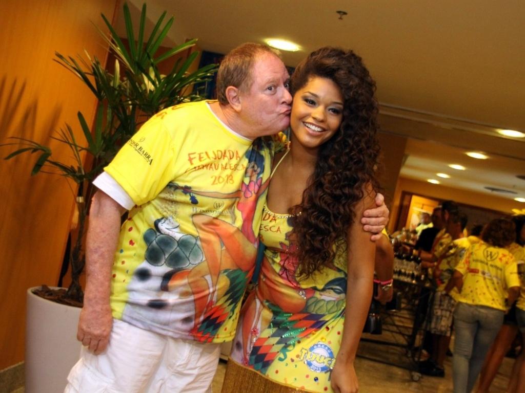 19.jan.2013 - Juliana Alves participa de feijoada da Unidos da Tijuca em hotel na Barra. A atriz é rainha da bateria da escola