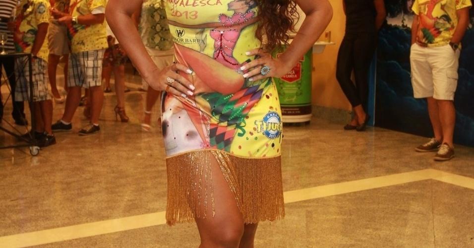 19.jan.2013 - Rainha da bateria, Juliana Alves posa para fotos durante feijoada da Unidos da Tijuca em hotel na Barra