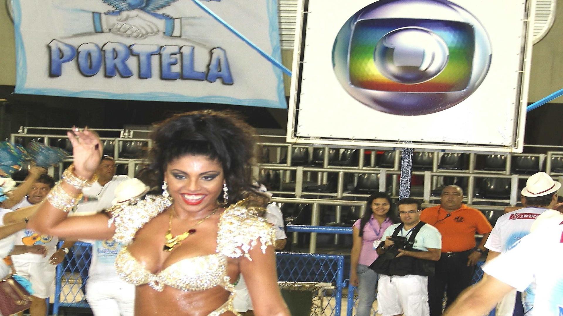 Rainha da Nenê de Vila Matilde estreia no Carnaval carioca como musa da Portela