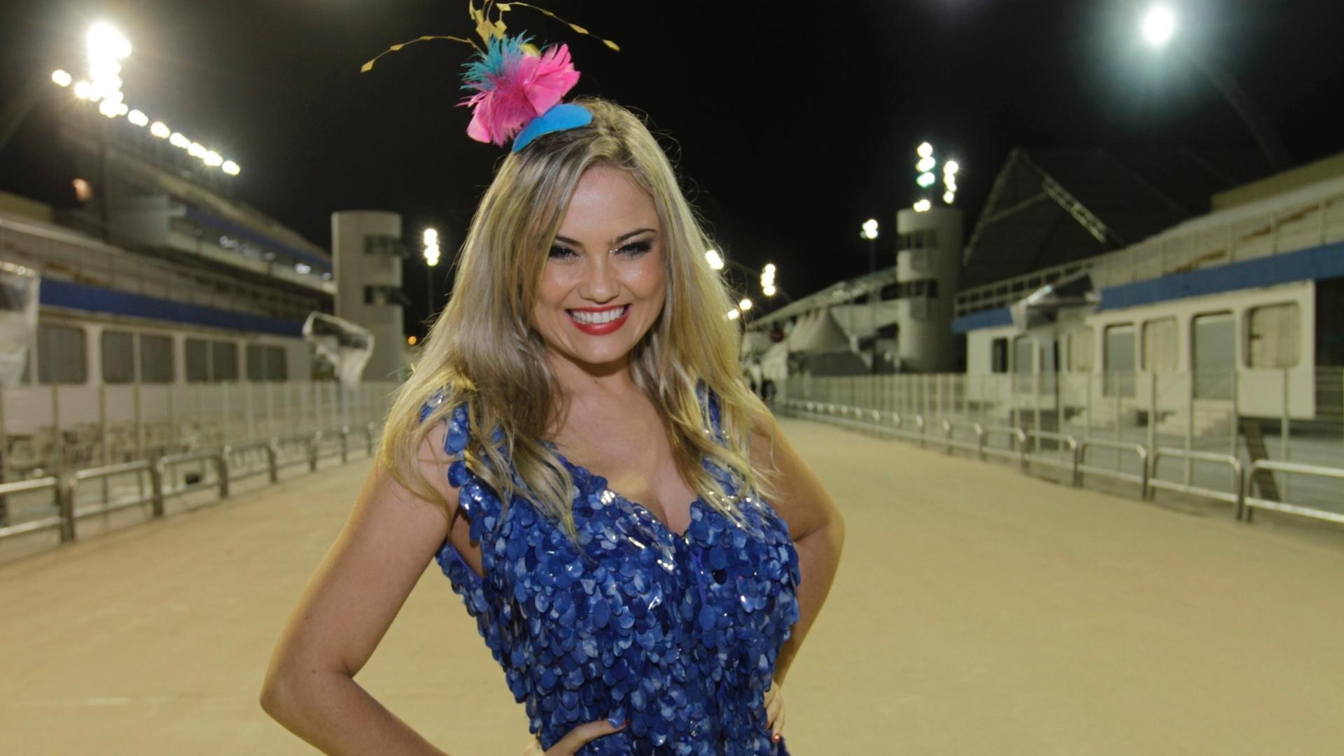 21.jan.2013 - Ellen Rocche, rainha da Sociedade Rosas de Ouro, participa do ensaio técnico da Escola no sambódromo de São Paulo