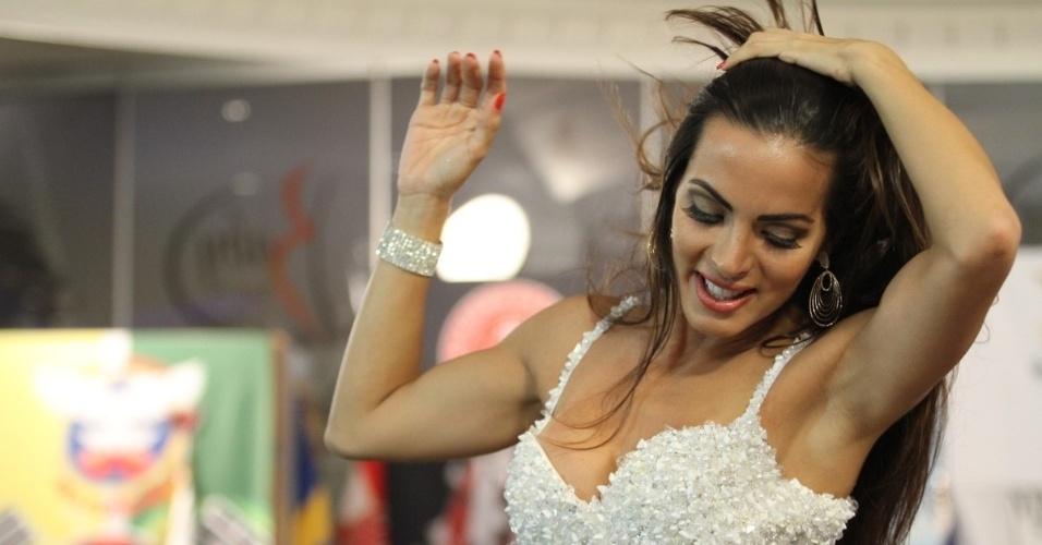 22.jan.2013 - Carla Prata, rainha de bateria da Grande Rio, participou da gravação do programa
