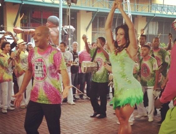 22.jan.2013 - Rainha de bateria da Mangueira, Gracyanne Barbosa samba na Cidade do Samba no Rio. Em 2013, a agremiação verde e rosa virá com o enredo