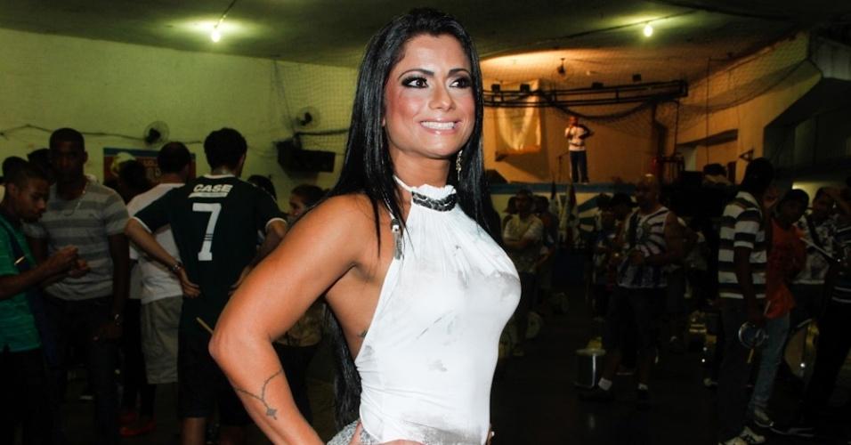 24.jan.2013 - Dani Sperle em ensaio na quadra da Acadêmicos do Tatuapé, em São Paulo