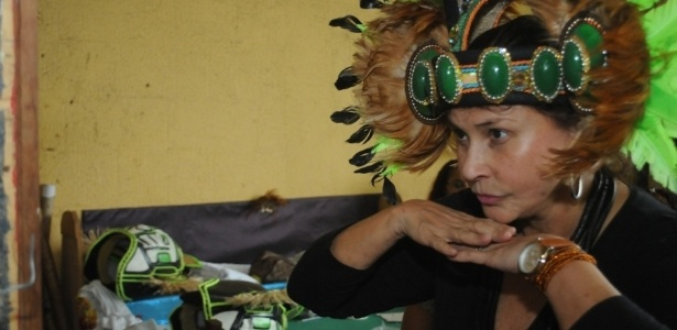 29.jan.2013 - Fafá de Belém visita o barracão da Imperatriz Leopoldinense. Ela desfilará na escola que levará para a avenida o enredo