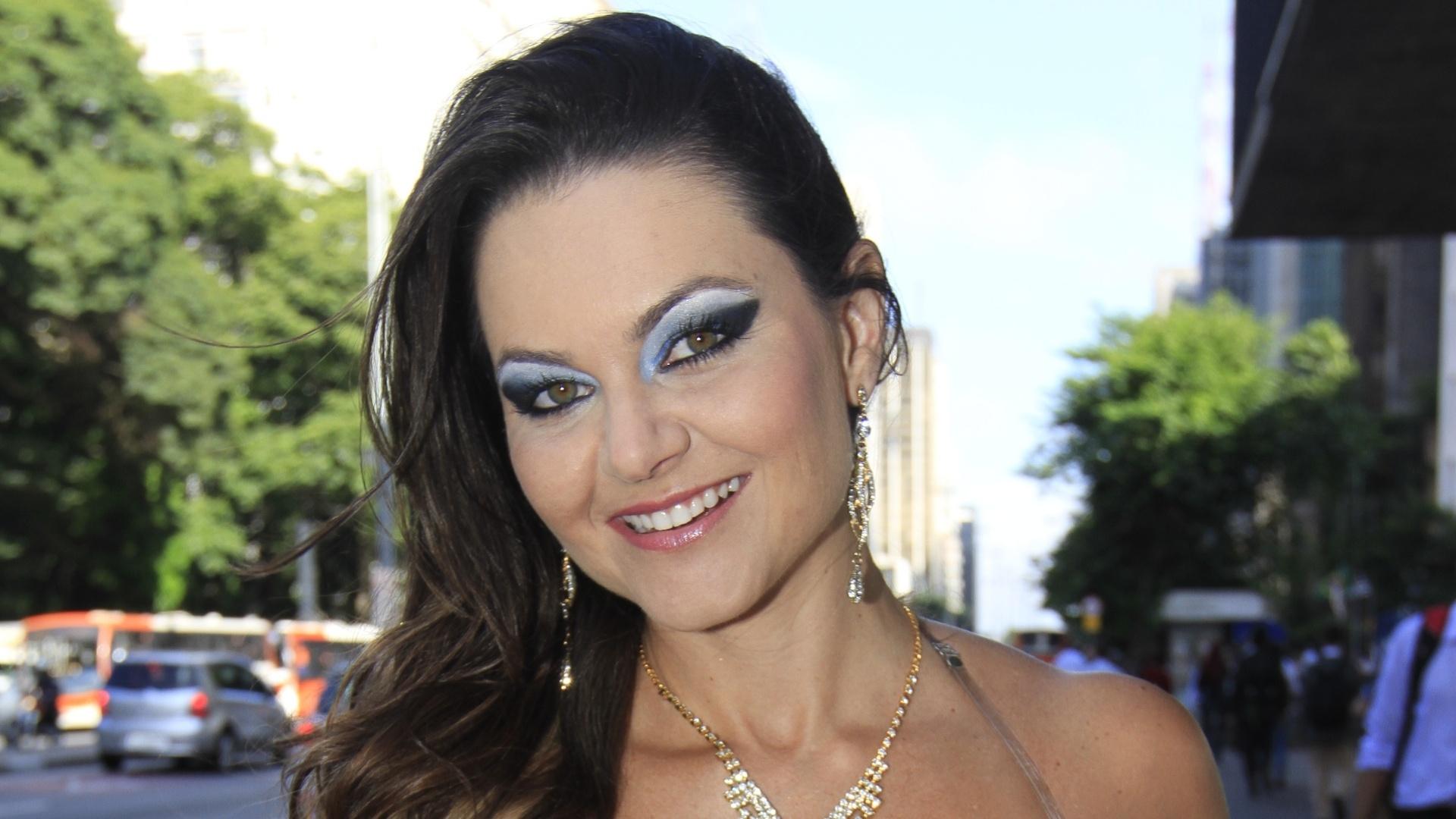 2.fev.2013 - A atriz Maísa Magalhães faz ensaio como top do carnaval e mostra pontos turísticos de São Paulo
