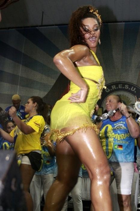 2.fev.2013 -  Rainha de bateria da Unidos da Tijuca, Juliana Alves participa do último ensaio técnico da escola antes do Carnaval