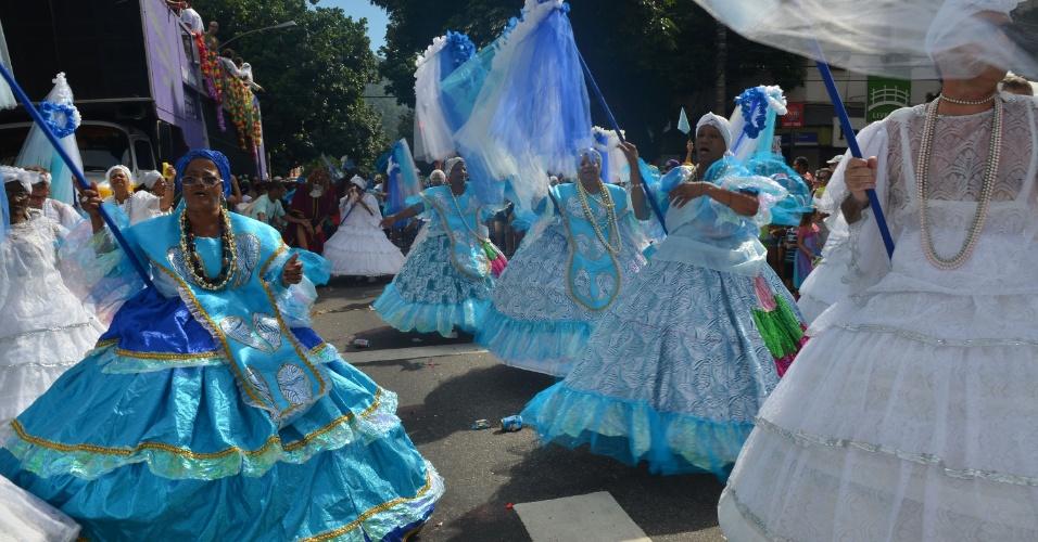 3.fev.2013 - Baianas do Bloco Suvaco do Cristo desfilam nas ruas do Jardim Botânico. O bloco leva cerca de 40 mil pessoas às ruas do Rio