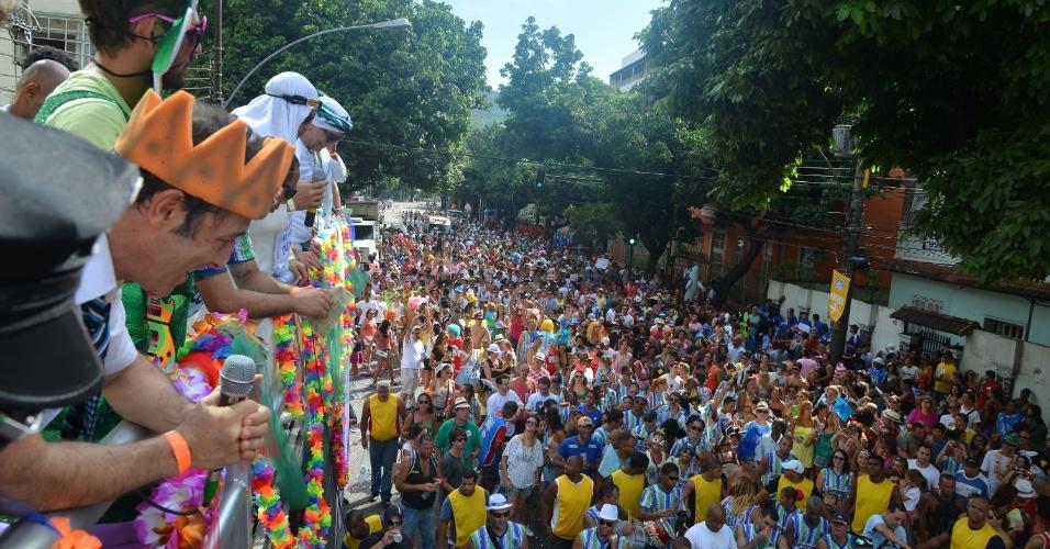 3.fev.2013 - Foliões desfilam no bloco Suvaco de Cristo pelas ruas do Jardim Botânico, no Rio de Janeiro. Criado há 28 anos, o bloco chega a levar cerca de 40 mil pessoas durante o desfile pelo bairro