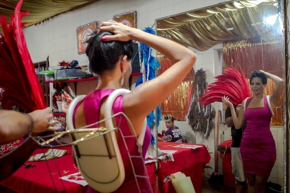 1.fev.2013 A empresária Cozete Gomes fez a penúltima prova de sua fantasia para o Carnaval. A participante do programa da Band