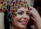 """Cozete Gomes, do """"Mulheres Ricas"""", faz prova de sua fantasia para o Carnaval"""