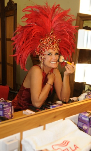 Xuxa durante ensaio fotográfico para marca de produtors para cabelo