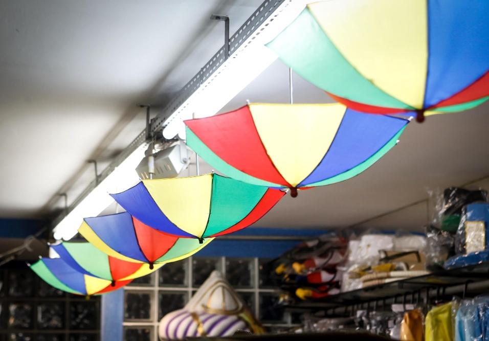 6.fev.2013 Para se divertir no estilo pernambucano, o guarda-chuva usado no Frevo custa R$7