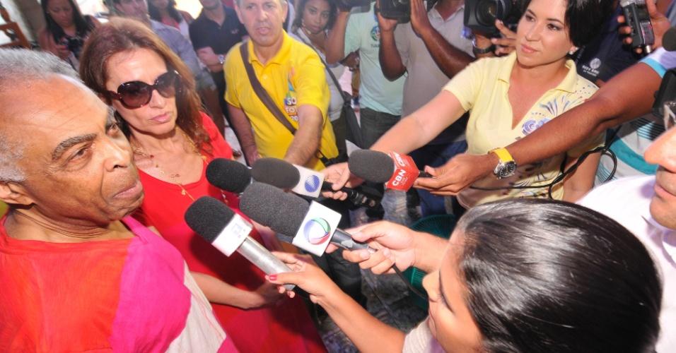 7.fev.2013 - Flora Gil e Gilberto Gil na coletiva para o lançamento do camarote Expresso 2222, em Salvador