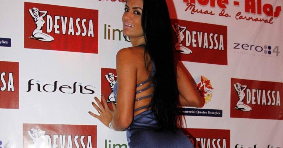 7.fev.2013 - Camila Vernaglia, da X9 Paulistana, em evento de lançamento do projeto