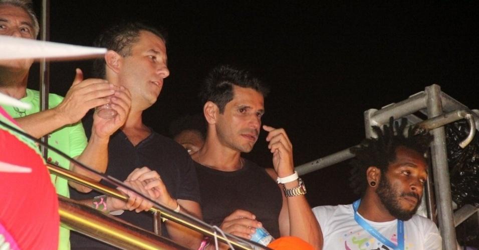 7.fev.2013 - Alexandre Barillari curte o Carnaval no camarote da revista Contigo, no circuito Barra-Ondina, em Salvador