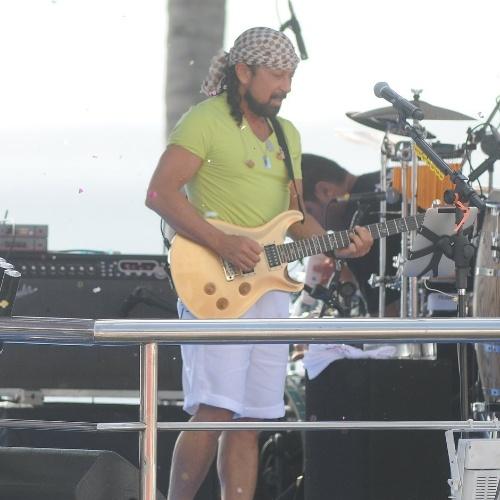 8.fev.2013 - Liderada por Bell Marques, a banda Chiclete com Banana faz show em cima de trio no circuito Barra-Ondina (Dodô) durante o Carnaval de Salvador