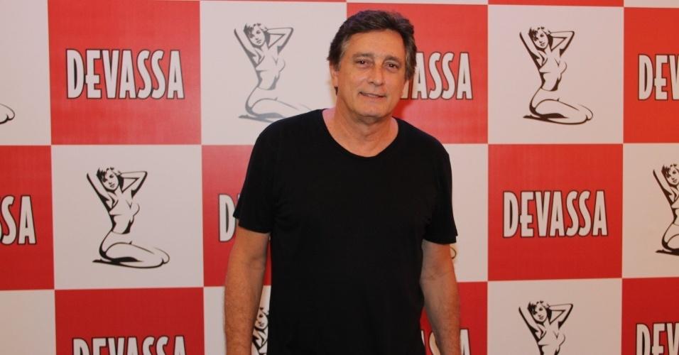 8.jan.2013 - O ator Eduardo Galvão se preparando para o Carnaval o Joquey Clube do Rio de Janeiro