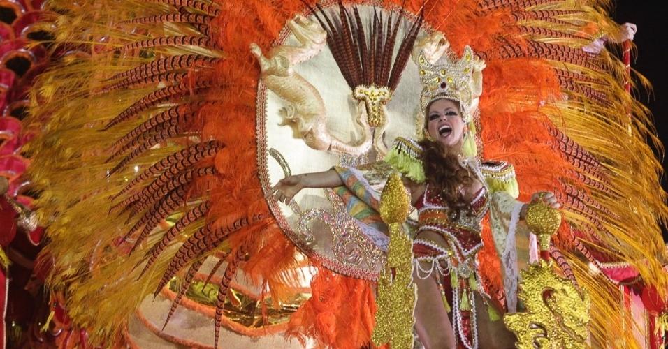 9.fev.2012 - A Dragões da Real, tem enredo inspirado no monstro mitológico e celebra o fim do ano do dragão no calendário chinês.