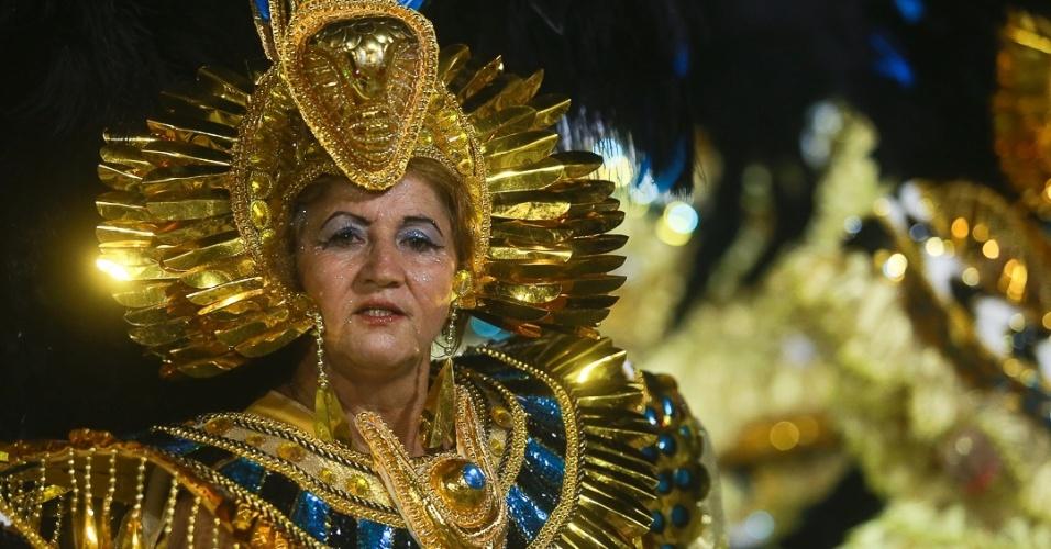 9.fev.2013 - A Vai-Vai trouxe o enredo da história do vinho, e a ala das baianas tem o tema 'O Poder do Egito'. A escola e foi a quarta a desfilar no Carnaval de São Paulo