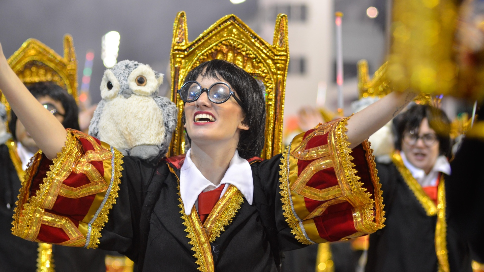 08.fev.2013 - Ala mostra diversas crianças fantasiadas de Harry Potter. A Dragões da Real apresentou diversos elementos da cultura pop em seu enredo.