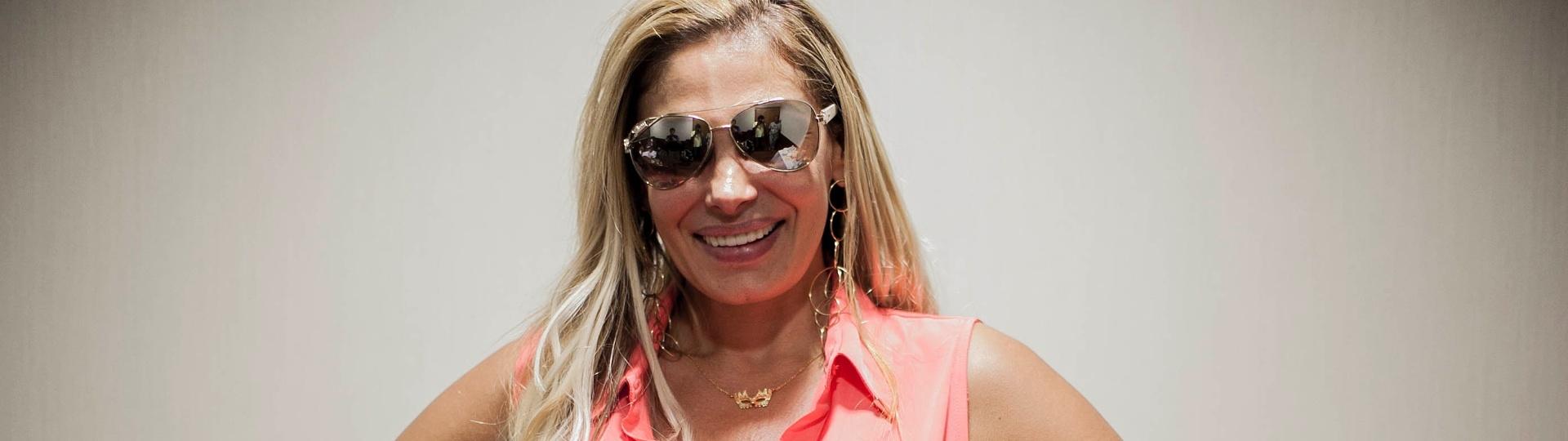 09.fev.2013 - Ângela Bismarchi posa para o UOL no hotel próximo ao sambódromo de São Paulo